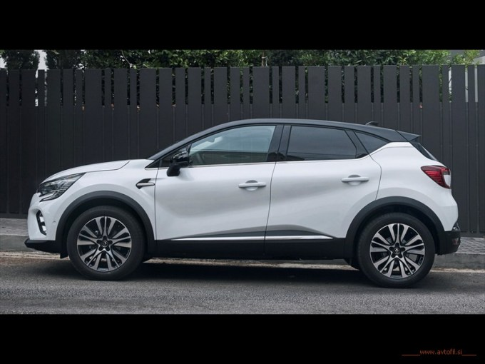 21233628_2019_-_New_Renault_CAPTUR_tests_drive_in_Greecec