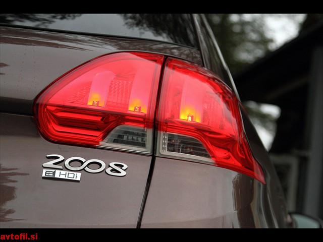 Peugeot_2008_16_eHDi_043