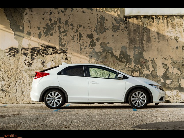Honda_Civic_16_iDTEC_10