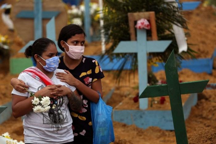 Riti funebri e sepolture collettivi nel cimitero di Manaus