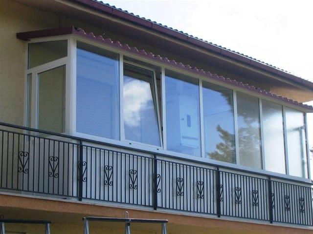 Per realizzare una veranda sul balcone dell\'appartamento occorre il ...