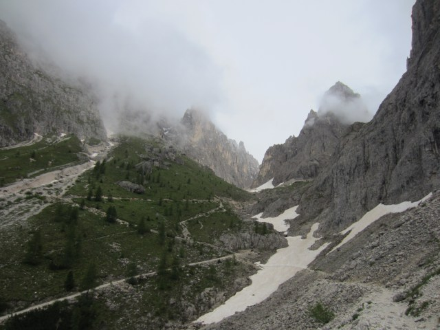 The pass through Sasplat /Plattkofel's peaks