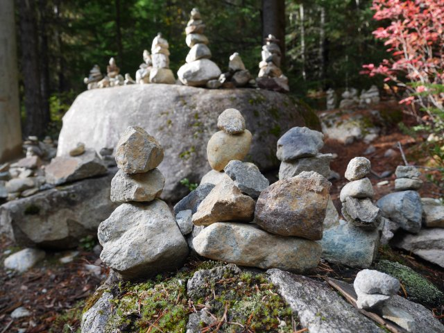 Rock sculptures near lost lake