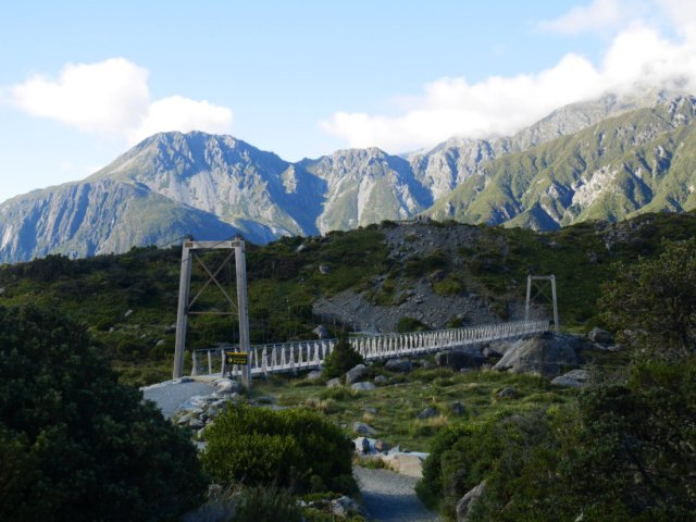 The first bridge of the Hooker Valley track