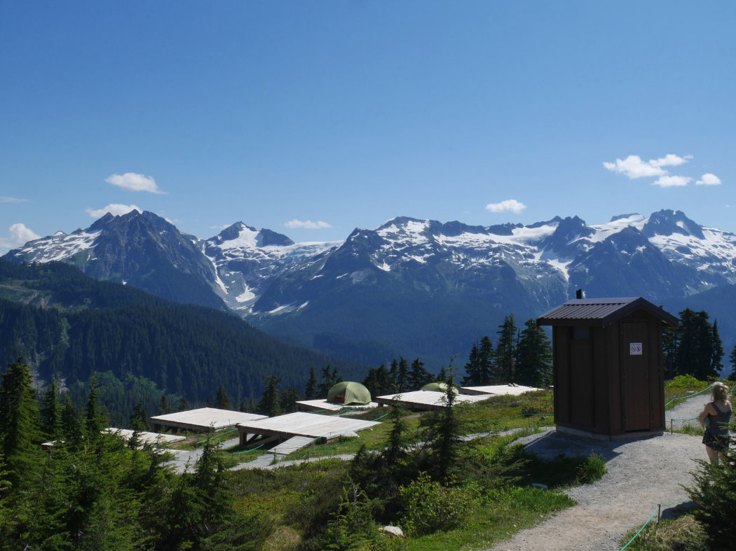 Walking around the world - Loos with Views - A walk and a lark