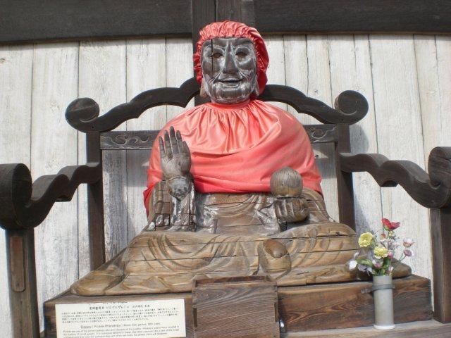 Statue of Binzuru-sonja