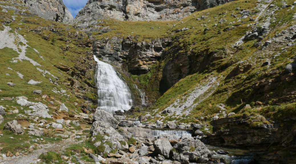 Cascada Cola de Caballo waterfalls