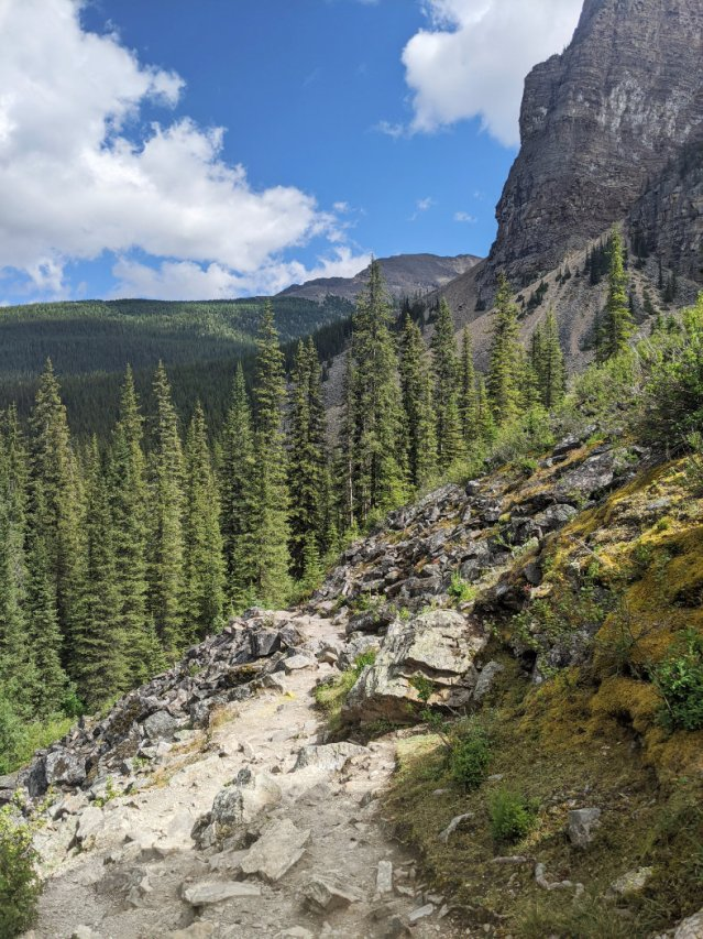 Start of the Consolation Lakes Trail