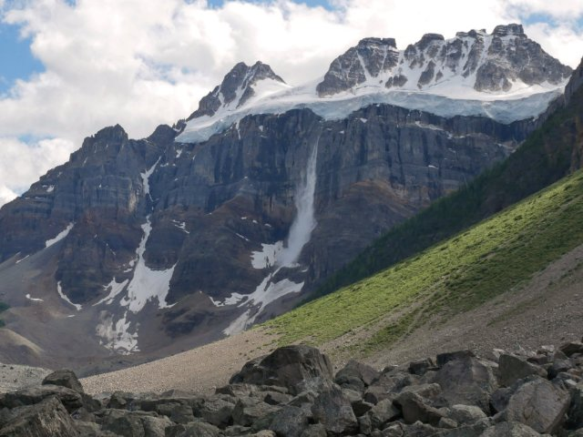 Ice dropping from Quandra Mountain glacier