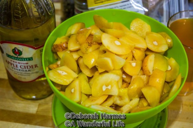 Cut up loquats prior to cooking.