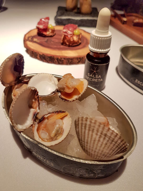 Clams Tapas Bite - Cinq Sentitis, Barcelona, Spain
