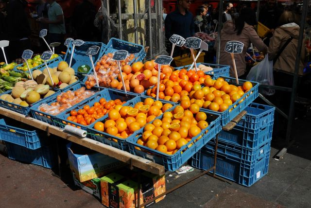 Amsterdam Market Photo by P. Bc on Unsplash