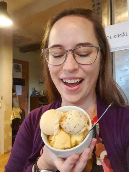 Jessica with Gogelmogels ice cream