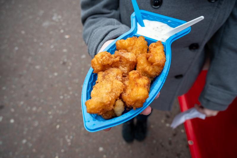 Kibbling at Albert Cuyp in blue plastic container