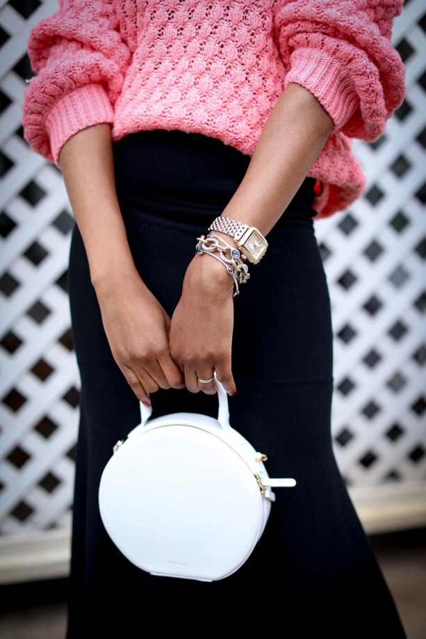 H&M pink chunky sweater worn with a black midi skirt by Atlanta style blogger and white circle bag by mansur-18