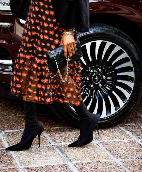 Atlanta fashion and lifestyle blogger Monica Awe-Etuk driving the lincoln navigator black label to the four season's hotel in atlanta wit other fashion and lifestyle bloggers-11
