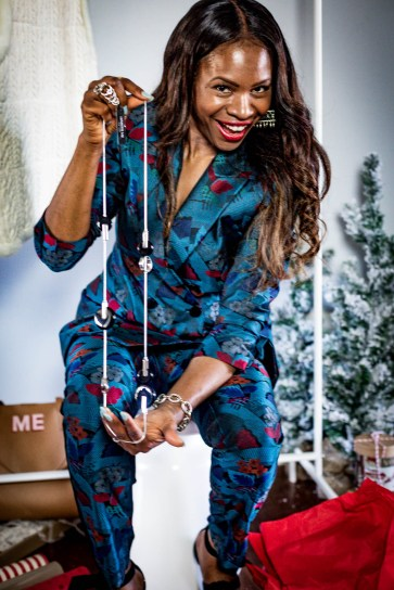 Atlanta lifestyle blogger Monica Awe-Etuk takes a cue from Oprah, and givesaway her favorite things. wearing lafayettle148 suit, michele watch and alexandre birman shoes-31
