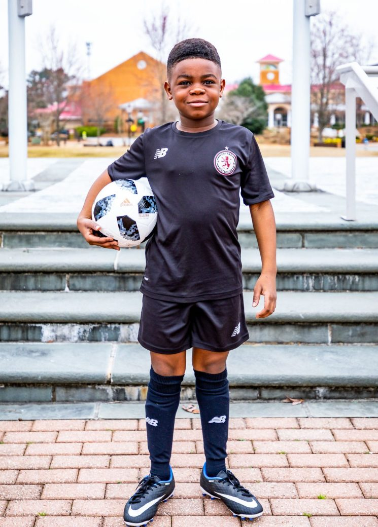Atlanta lifestyle blogger Monica Awe-Etuk wearing talbots X oprah collection to drop off her kids for soccer and gymnastics. mommy blogger-11