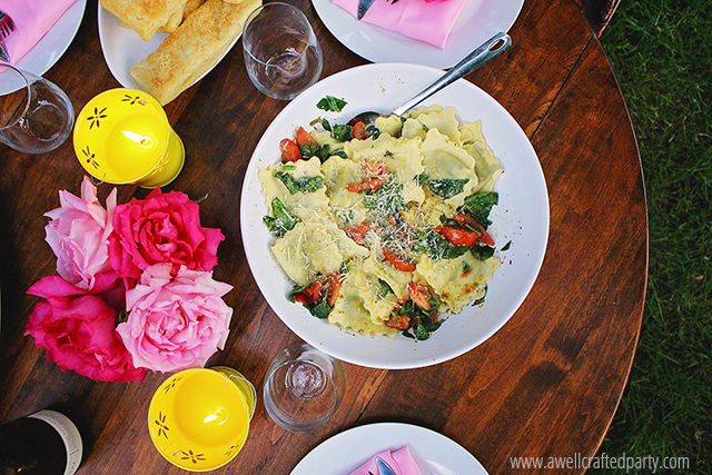 Stuffed Ravioli Tossed with Spinach, Tomatoes & Pesto