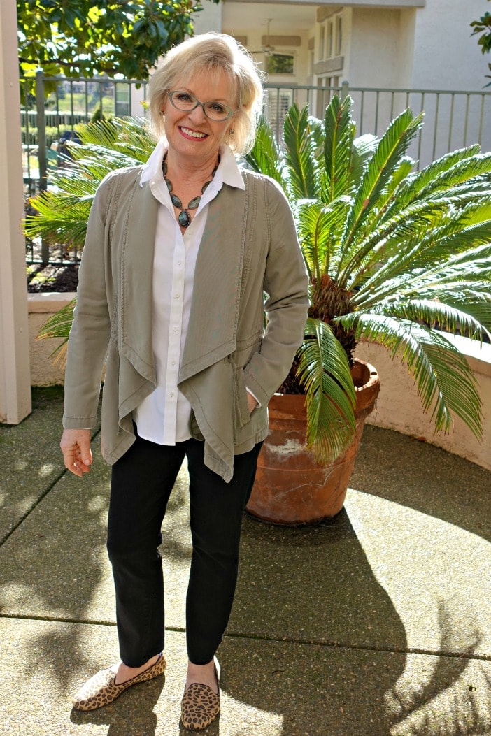 Jennifer Connolly of A Well Styled Life wearing Leopard shoes from Rothy with Parker Smith Black Jeans and Talbots white shirt