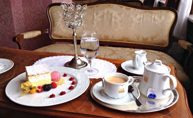 Bled Cream Cake. Falling in Love with Slovenia. www.awelltravelledbeauty.com