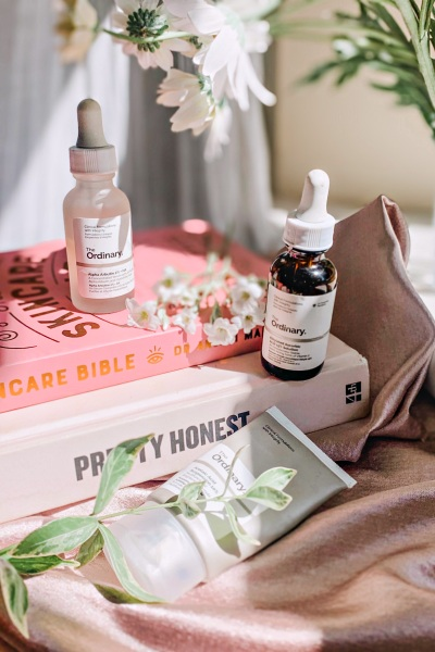 The Ordinary Vitamin C Routine - How to I layer active ingredients in my The Ordinary skincare routine for pigmentation and ageing www.awelltravelledbeauty.com