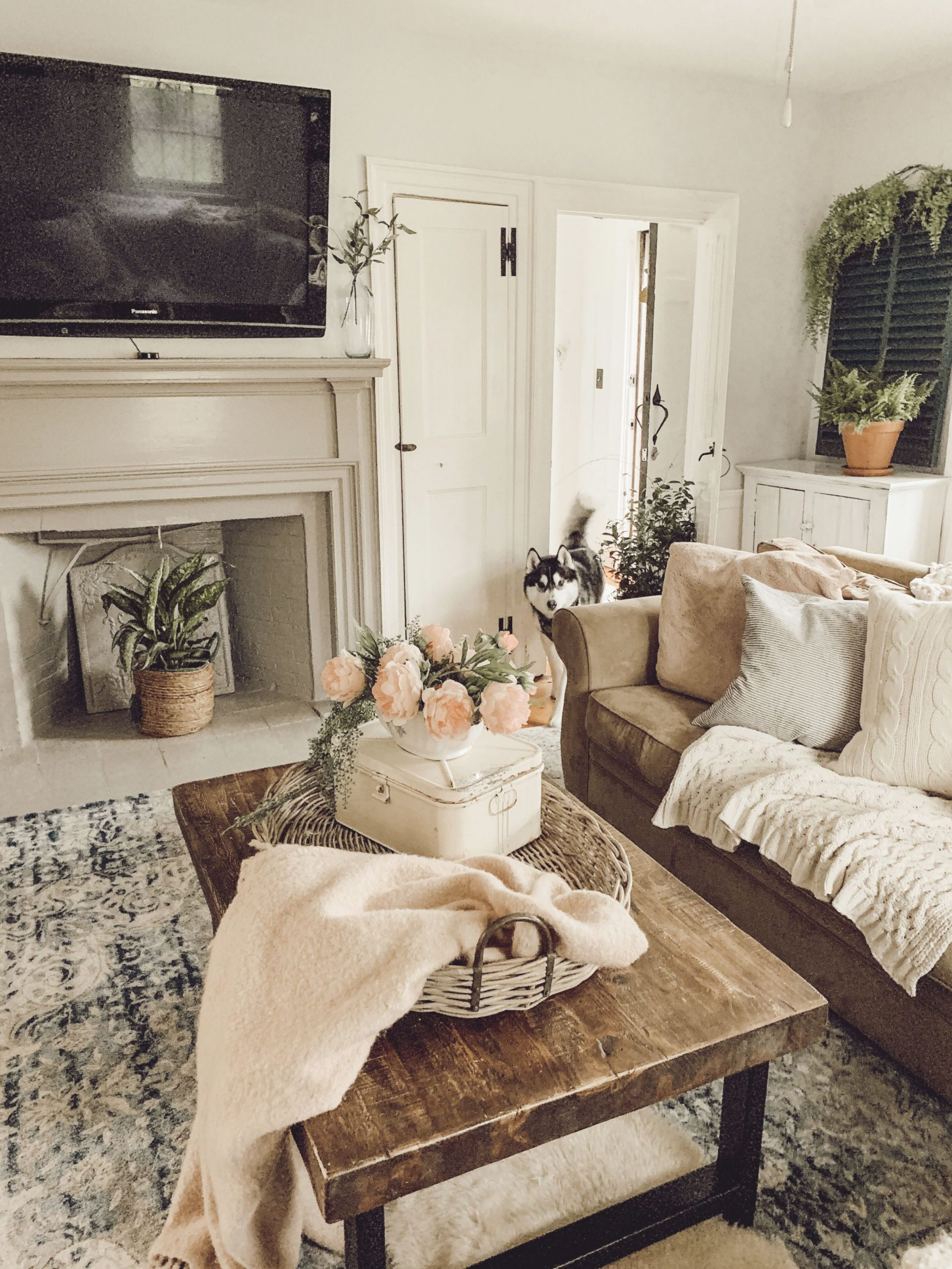 farmhouse family room rustic vintage
