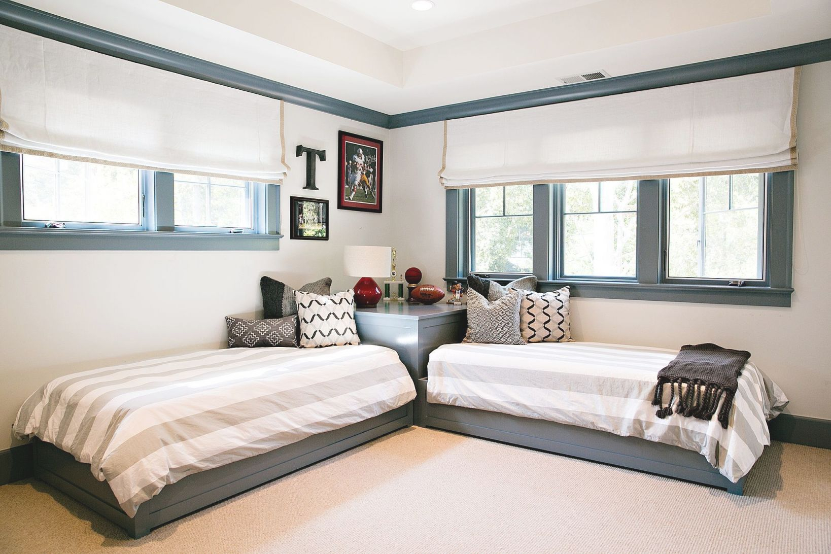 Arrange Small Bedroom Two Twin Beds Twin Beds For Boys With Awesome Twin Bedroom Decorating Ideas Awesome Decors