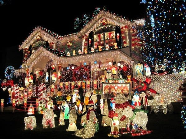 15 Homes That Have Taken Christmas Decorations To Another Level