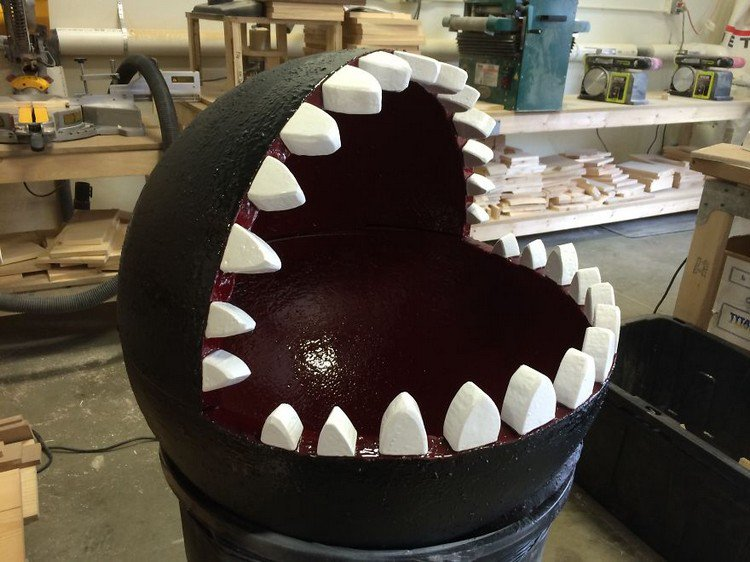 This Chain Chomp Bed Is A Must Have For Any Cat Loving