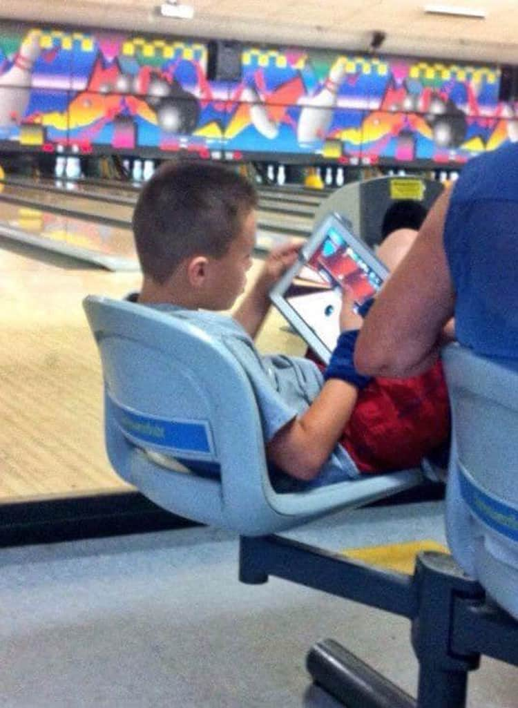 playing-bowling-computer-deceitful-people
