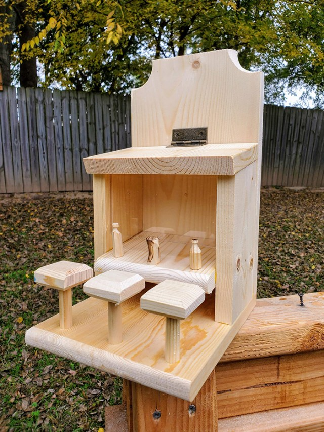 withliftedhandsy outdoor critter feeder