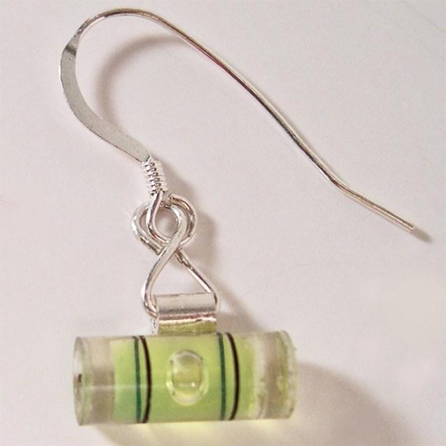 level earrings green liquid