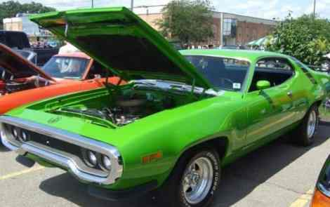 Revving Engines at the 28th Street Metro Cruise