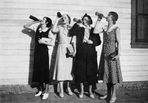 Flapper women drink in unison, ca. 1925. Image by Kirn Vintage Stock/Corbis.