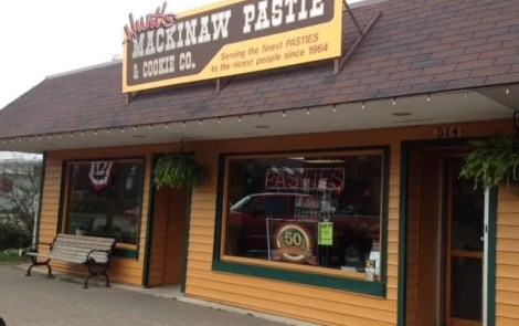 Pretty Awesome Pasties: Hunt's Mackinaw Pasty Shop, Mackinaw City