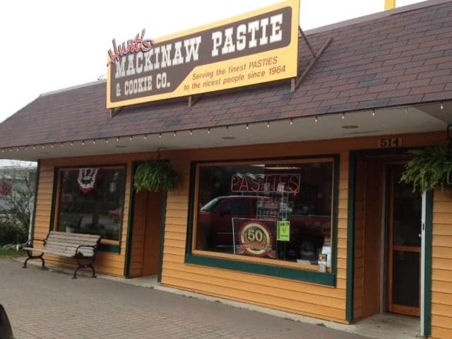 Pretty Awesome Pasties: Hunt's Mackinaw Pasty Shop, Mackinaw City