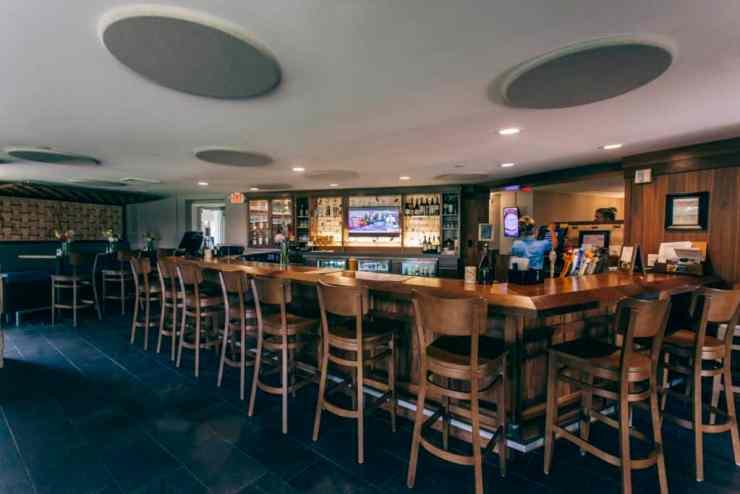 Se4sons Gastropub bar area | Photo by Gideon Hunter