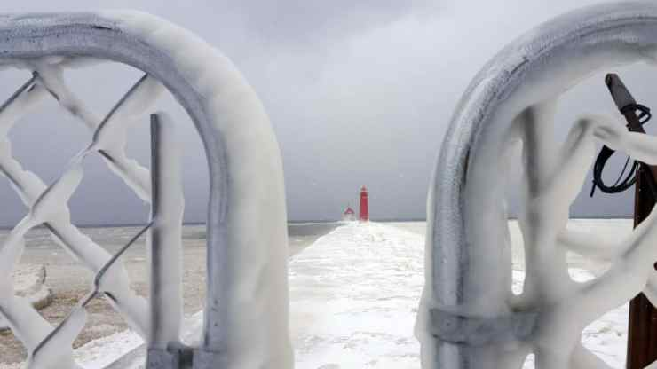 Michigan Lighthouses Winter - The Awesome Mitten