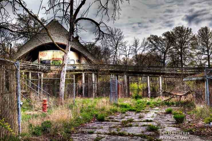 Belle Isle Zoo ruins - The Awesome Mitten