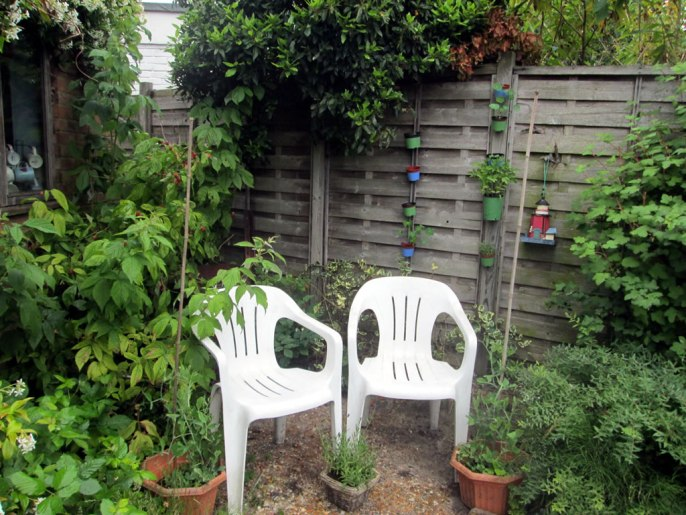 A Mummy Oasis in the Garden