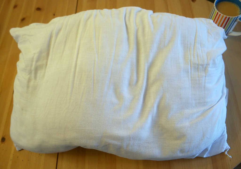 how to upcycle an old pillow into a cushion. Black Bedroom Furniture Sets. Home Design Ideas