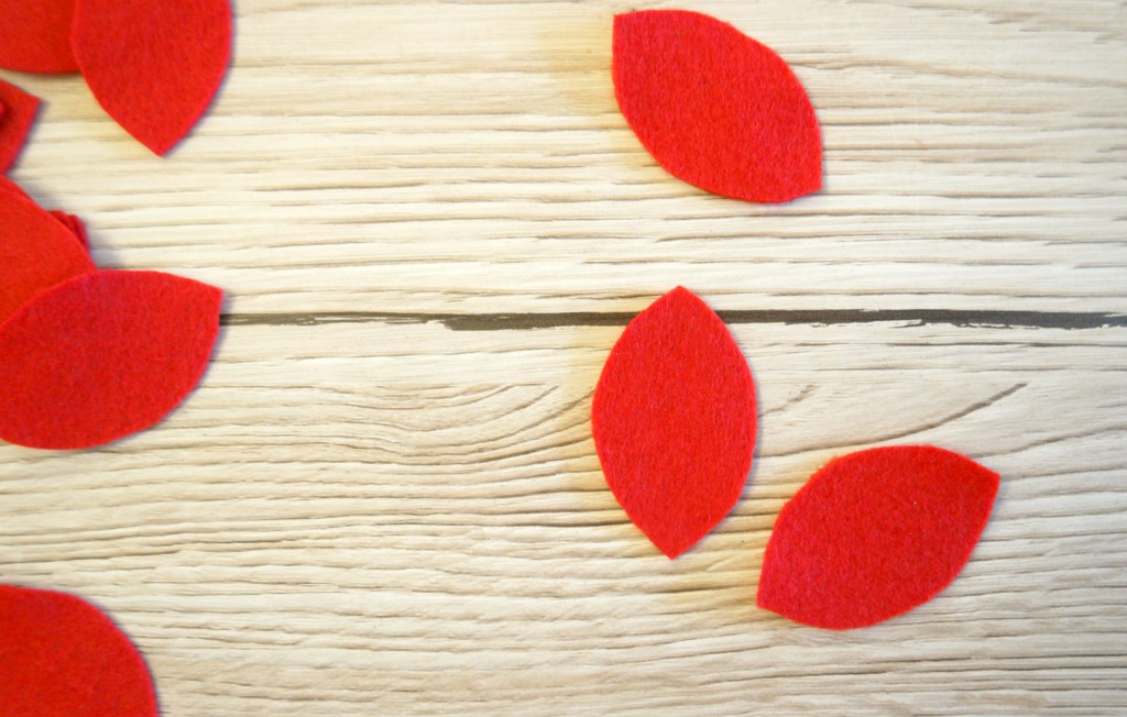 how to make felt poinsettias