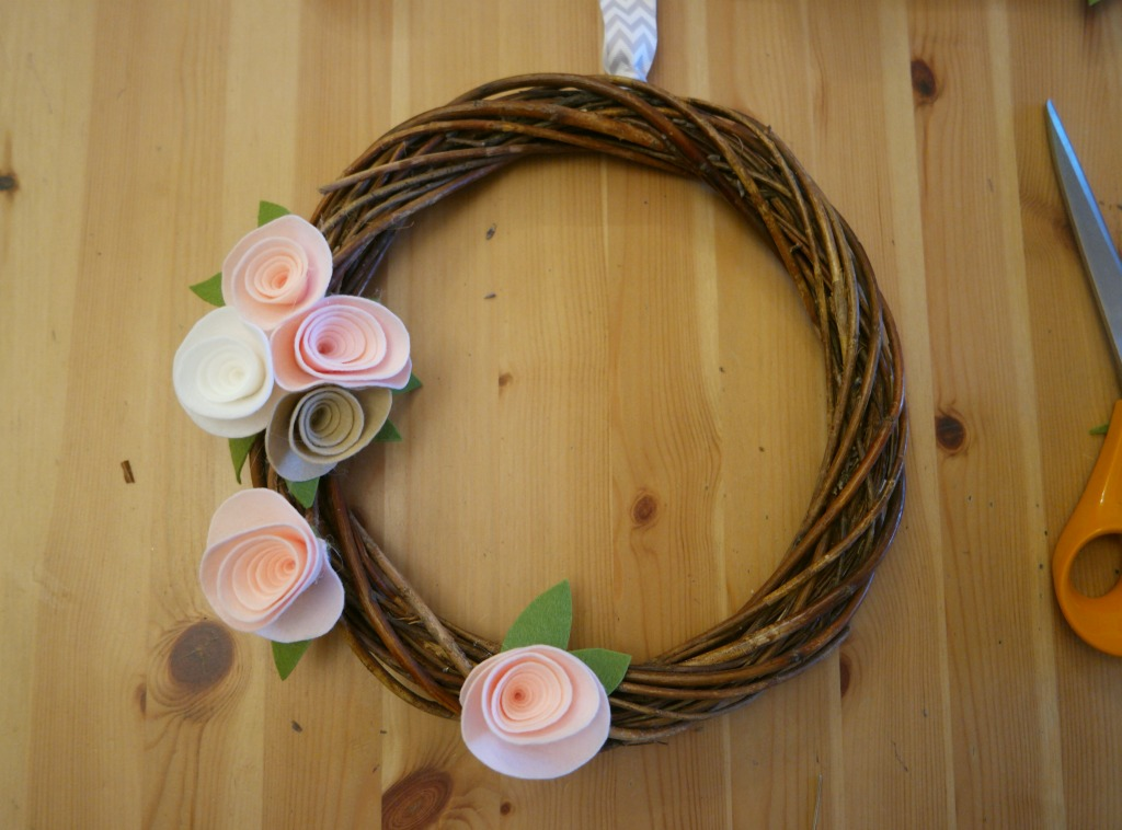 easy diy felt flower wreath