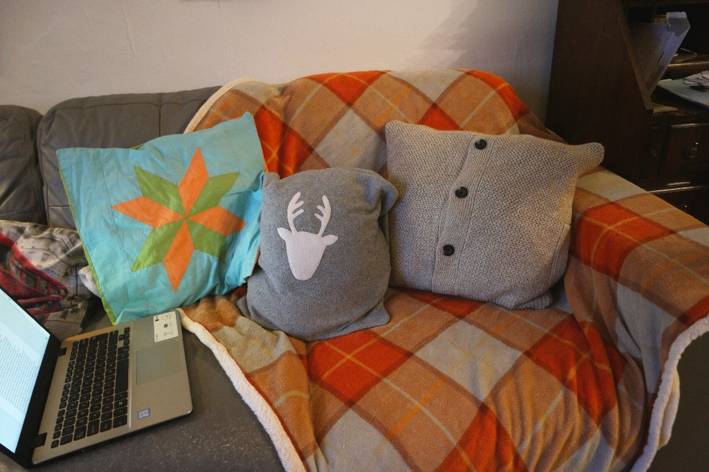 how to turn a jumper into a cushion cover