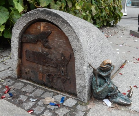 Sleepyhead dwarf/gnome in Wroclaw, Poland