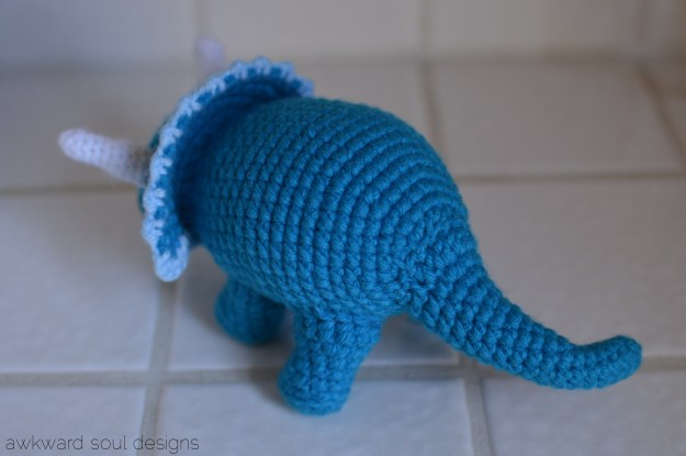 triceratops amigurumi by awkwardsoul designs blue (2)