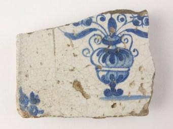 Afb. 8. Fragment van een tegel uit de 17e eeuw.