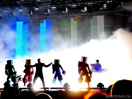 The good vibe and electronic beats of Pet Shop Boys got everybody dancing in no time.