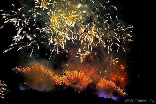 Midnigth fireworks over Edinburgh's castle. Happy New Year!